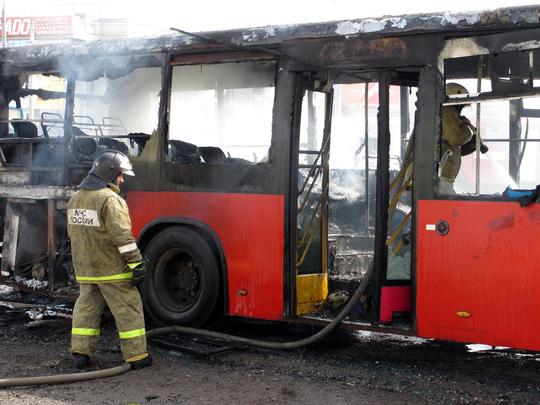 Автобус 62-го маршрута сгорел сегодня на проспекте Ямашева.  Машина вспыхнула прямо на ходу недалеко от перекрестка с...